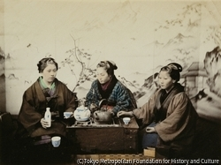 作品画像:お茶を飲む女性達