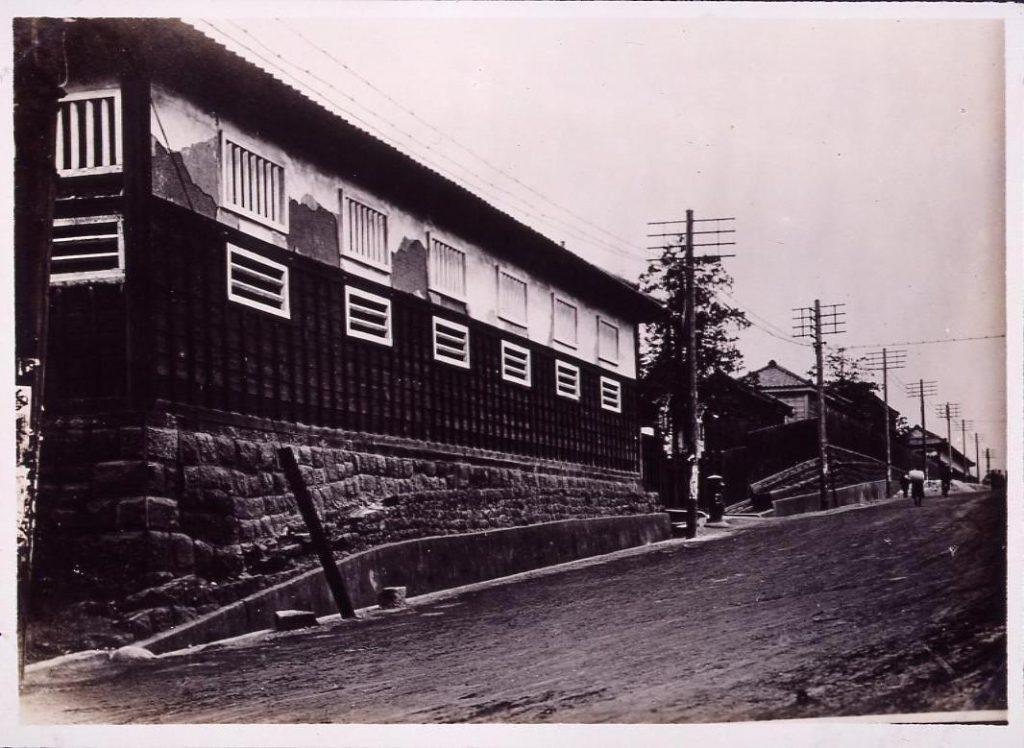 作品画像:温古写真集 13.旧尾州候下屋敷裏長屋