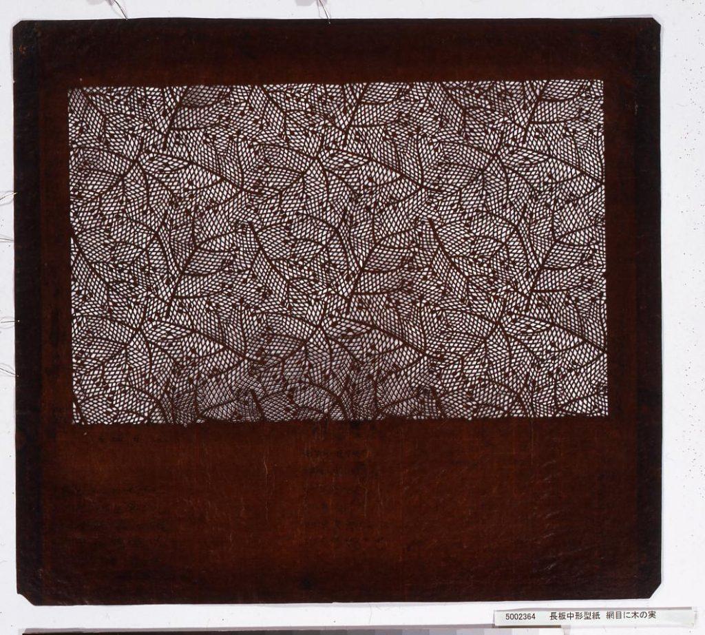作品画像:長板中形型紙 網目に木の実