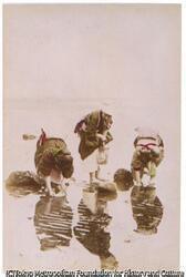 作品画像:(水辺の女性三人)