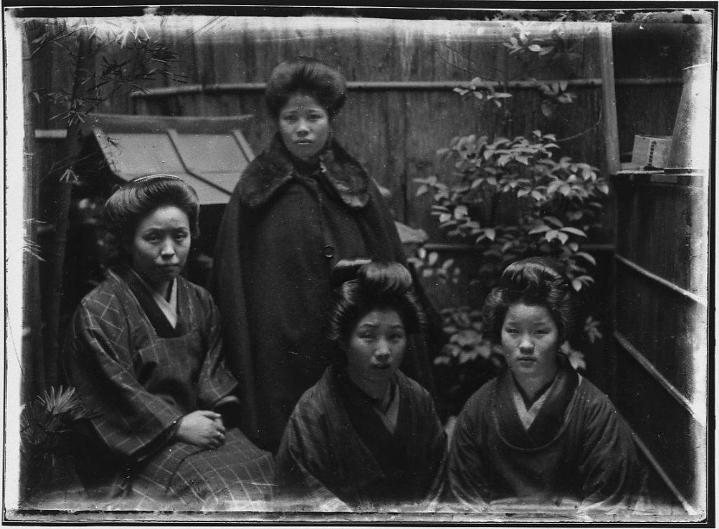 作品画像:4人の女性