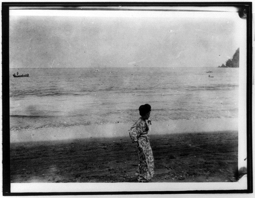 作品画像:海辺の女性