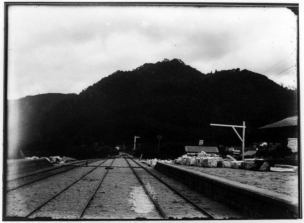 作品画像:線路とプラットフォーム