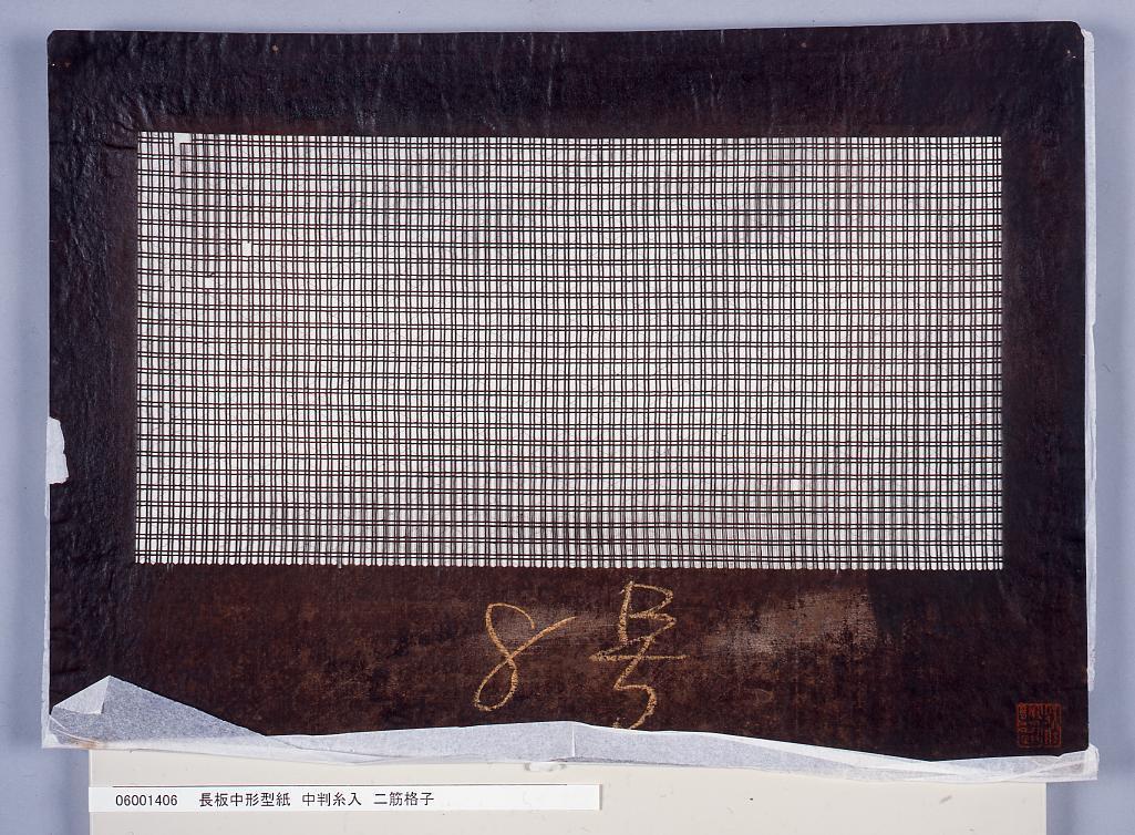 作品画像:長板中形型紙 中判糸入 二筋格子