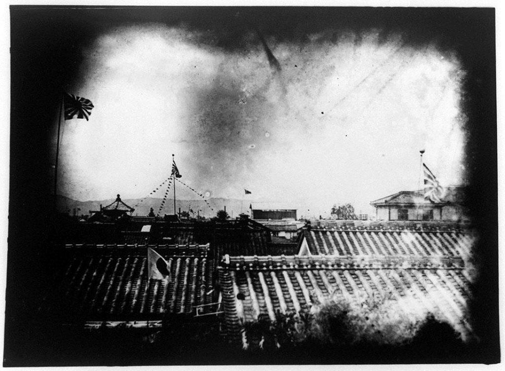 作品画像:戦中の屋根の景観