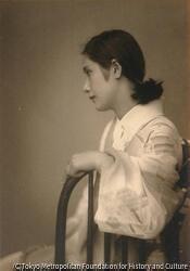 作品画像:(和服の女性横顔座像)