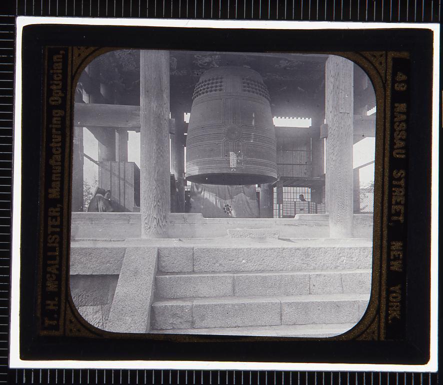 作品画像:寺院の鐘楼(幻燈原板)