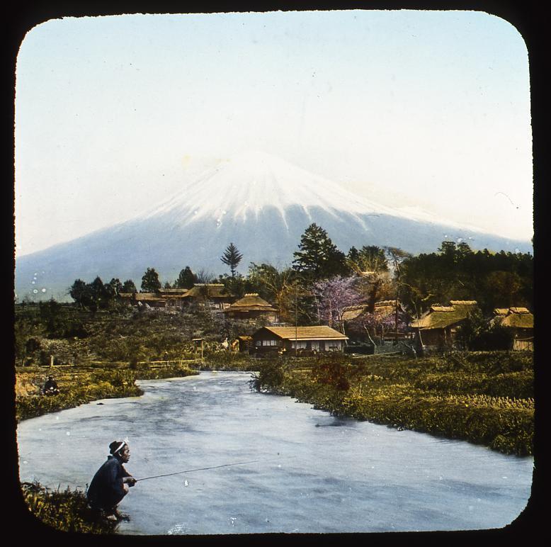 作品画像:富士山と釣りをする男性