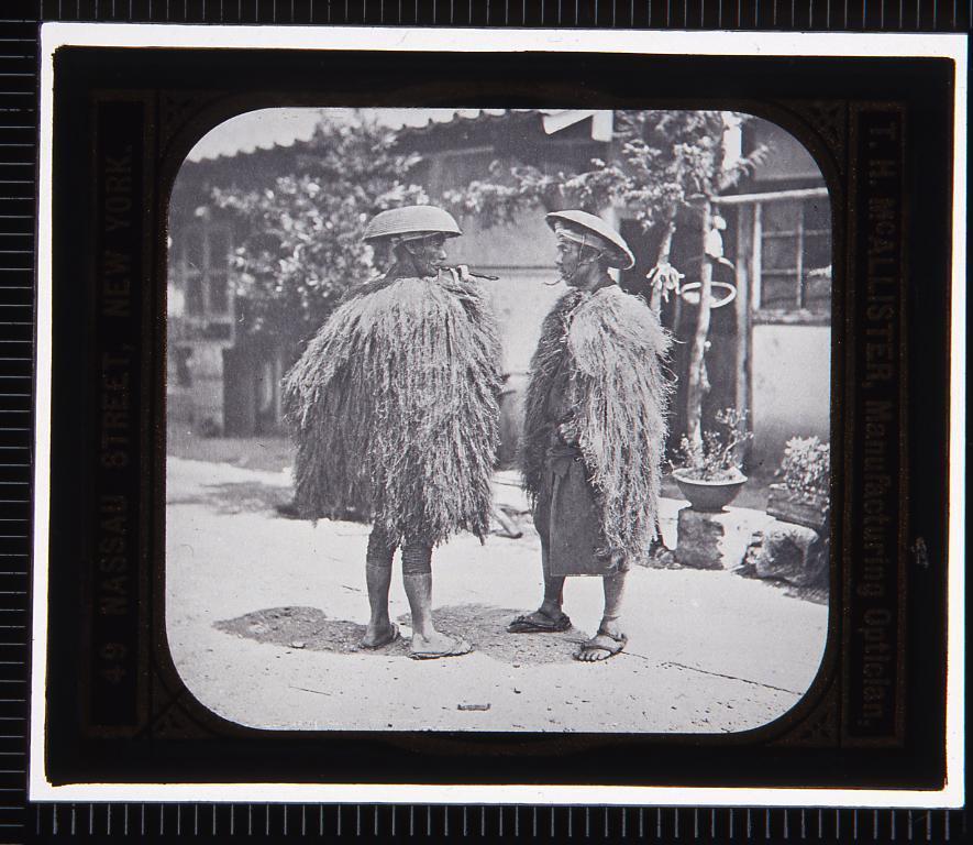 作品画像:簑を着た農民(幻燈原板)