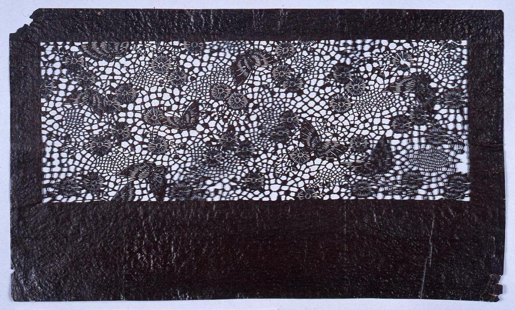作品画像:長板中形型紙 蝶に小菊 (小判 追掛)