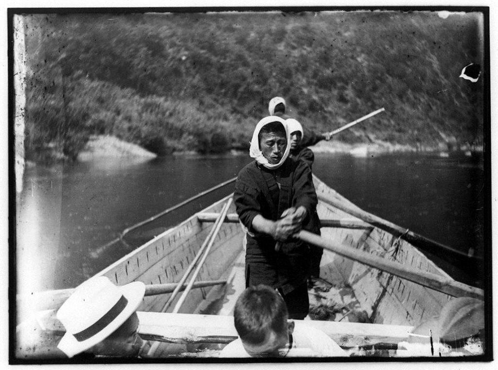 作品画像:艪を漕ぐ船頭たち