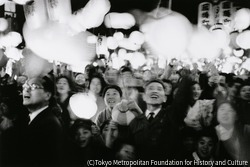 作品画像:福岡市 呉服町(昭和天皇を迎える人たち)
