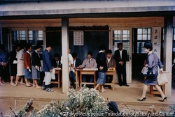 アメリカ施政権下にあった沖縄での立法院議員選挙の投票所