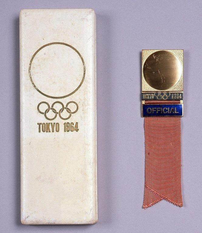 作品画像:第18回オリンピック競技大会 識章バッジ(OFFICIAL ピンク)