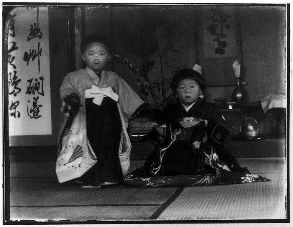 作品画像:和服の男児と女児