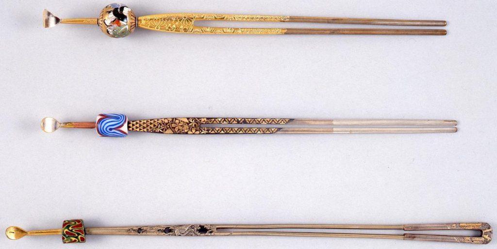 作品画像:銀古木に鳥彫足トンボ玉簪袴付