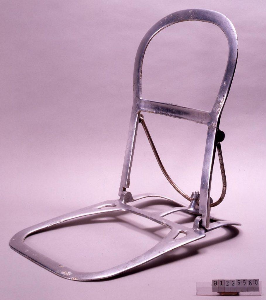 作品画像:ジュラルミン製携帯用椅子