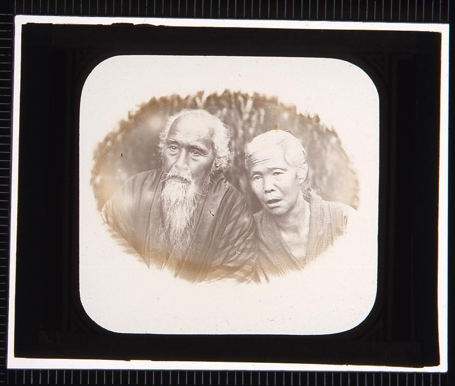 作品画像:老男女の肖像(幻燈原板)