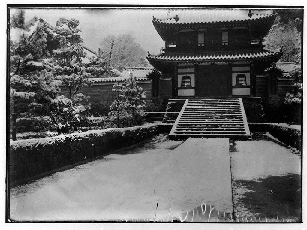 作品画像:雪景色の山門