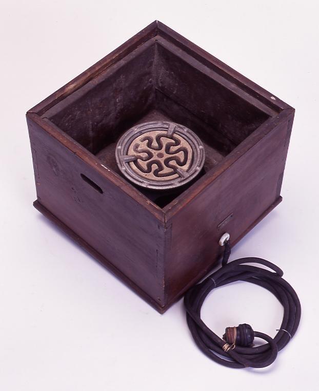 作品画像:電気火鉢