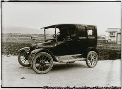 作品画像:大正末期から昭和初期頃にかけてのT型フォードは木製ホイールが使われていた