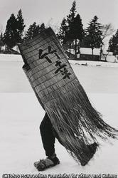 作品画像:ミノボシを着た男