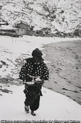 作品画像:船霊様の年取りの御馳走を運ぶ娘