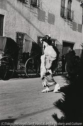 作品画像:東京新橋 検番横 正月松の内年始廻りの新橋芸者さん