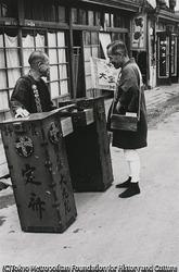 作品画像:東京 街を流して歩く定斎屋さん