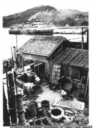 作品画像:壺井栄『二十四の瞳』鰯の煮干工場と坂出港