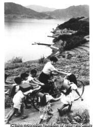壺井栄『二十四の瞳』岬の小学校から帰る先生を送る子供たち