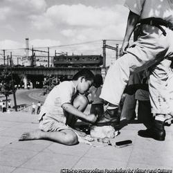 作品画像:靴みがきの子供が多かった(上野)