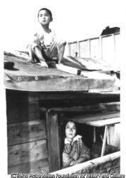 作品画像:船上の母子(築地)