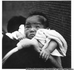 作品画像:乞食の赤ちゃん 銀座四丁目付近