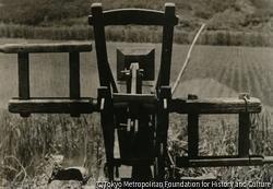 作品画像:農具のある風景