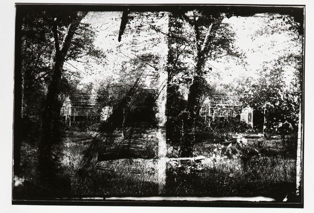 作品画像:山中の家屋(撮影地不詳)