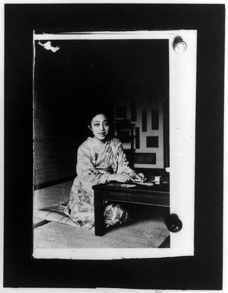 作品画像:座る女性