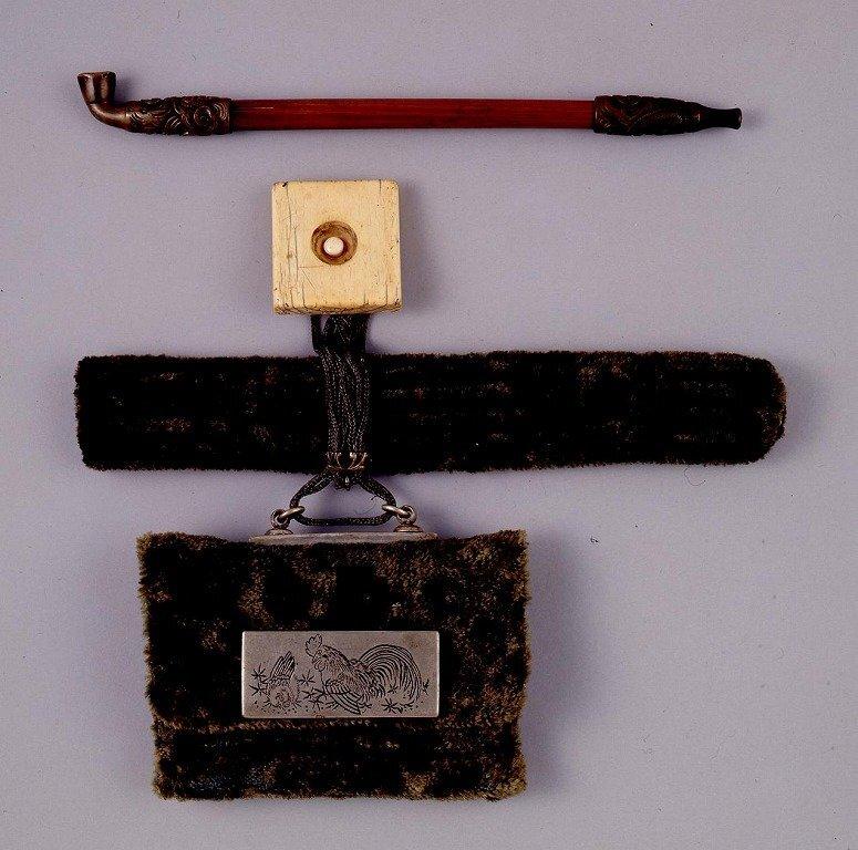 作品画像:金華山織提げたばこ入れ並びに煙管