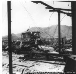 作品画像:長崎電鉄大橋終点の惨状