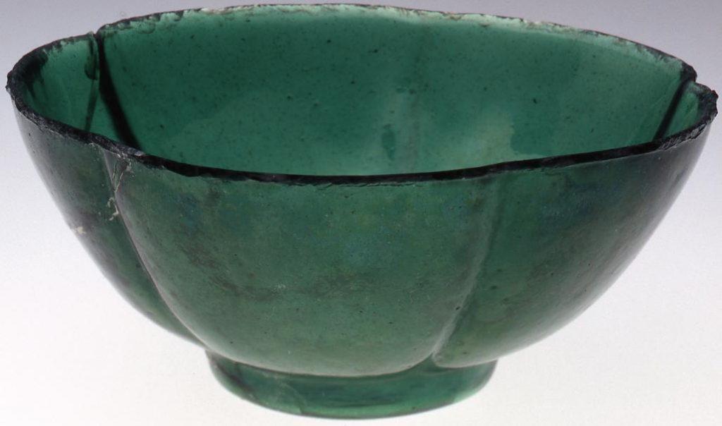 作品画像:緑色梅花型碗