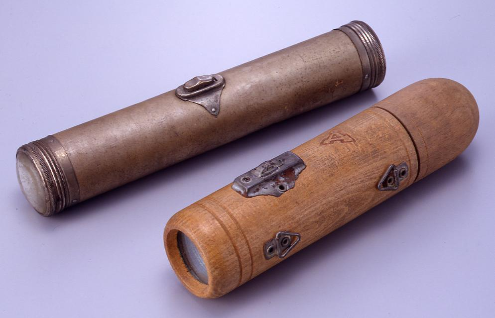作品画像:木製懐中電灯