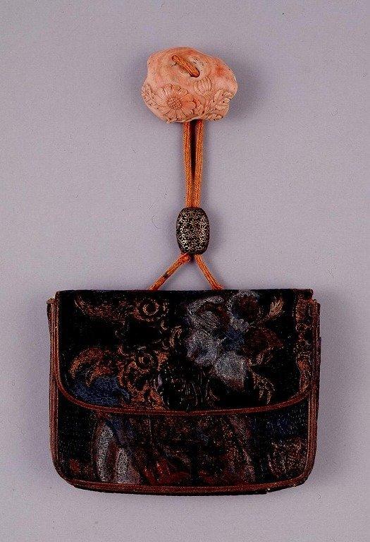 作品画像:金唐革一つ提げたばこ入れ
