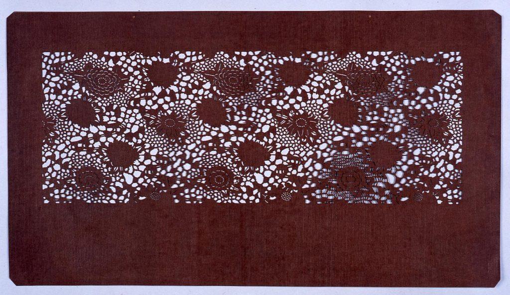 作品画像:長板中形型紙 菊と流れ (小判 追掛)