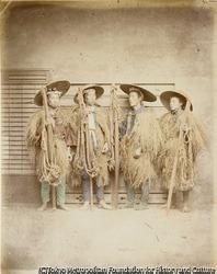 作品画像:(みのを着た四人の男性)