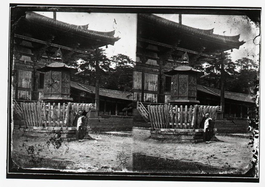 作品画像:東大寺 大仏殿前八角灯籠