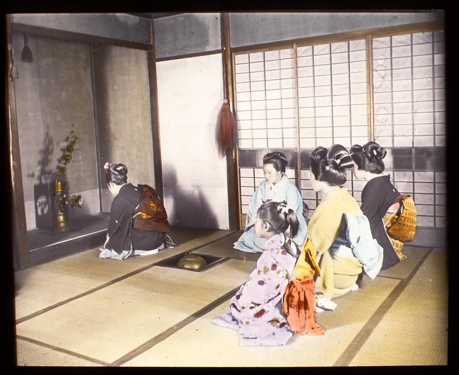 作品画像:お茶のお稽古をする女性たち
