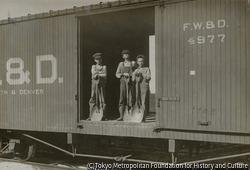 作品画像:大型貨物輸送機の少年たち