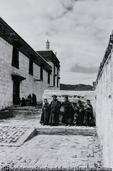 作品画像:小さい喇嘛僧達 満州・葛根廟