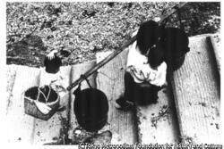 作品画像:海女の水汲み