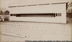 作品画像:24台のカメラを取りつけた操作室の前面